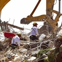 Siguen labores en edificio en Miami; van 90 fallecidos