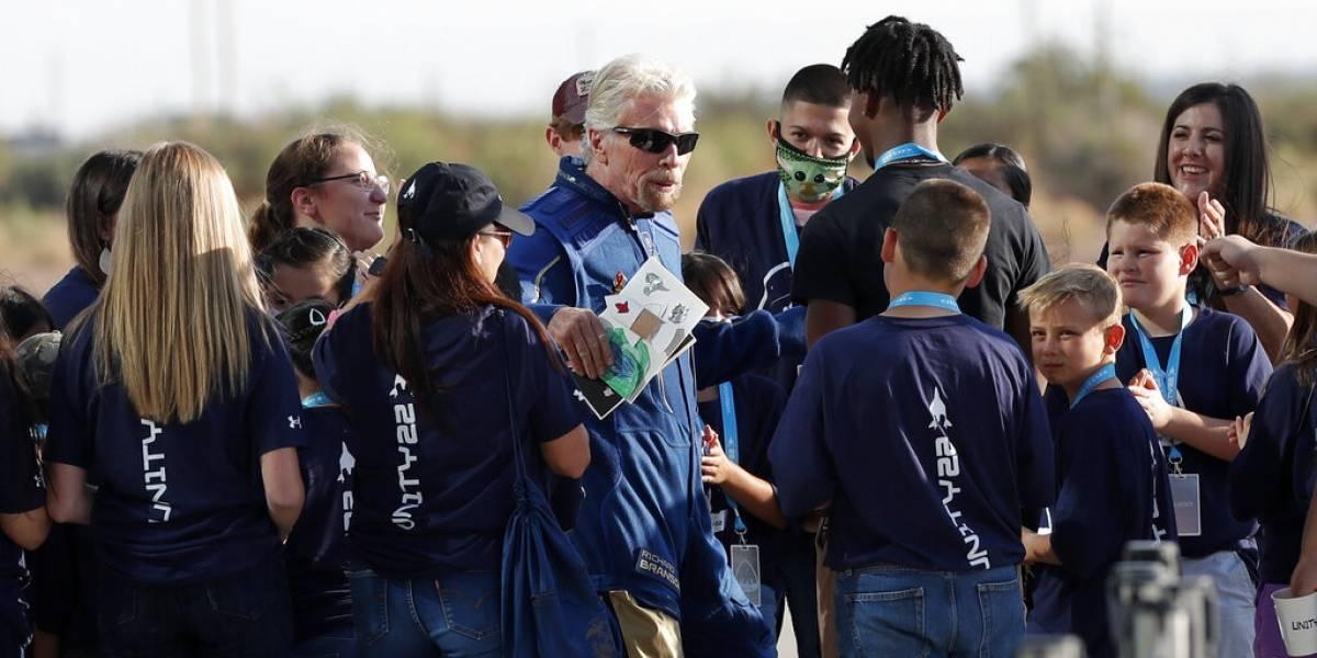 Branson listo para viajar al espacio en su propio cohete