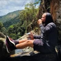Boricua pasea con su greca y cuela café en destinos paradisíacos de Puerto Rico