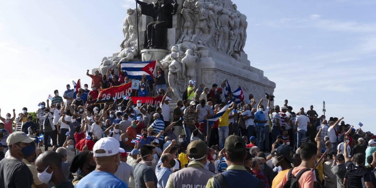 """Cuba culpa a Estados Unidos por protestas y lo acusa de destinar """"cientos de millones"""" a """"subversión"""""""