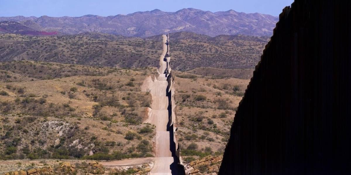 Encuentran dos fosas cerca de la frontera de México con Estados Unidos