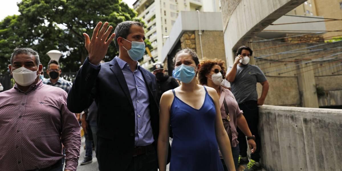 Líder opositor venezolano Juan Guaidó denuncia intento de arresto