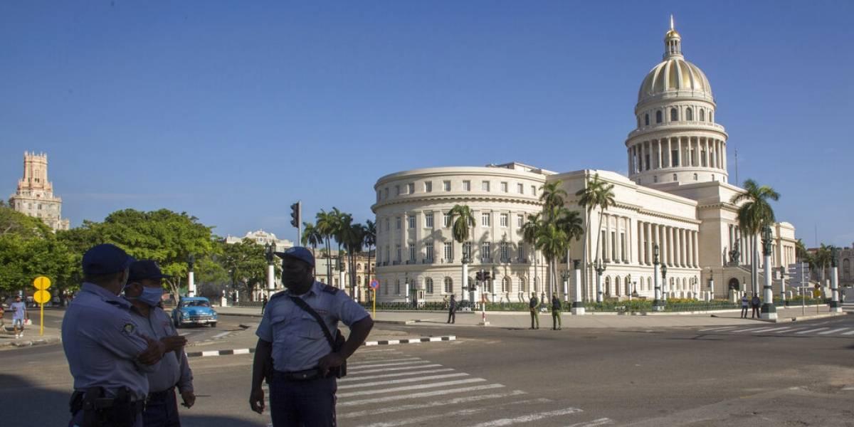 Capital cubana permanece fuertemente custodiada tras las masivas protestas del domingo
