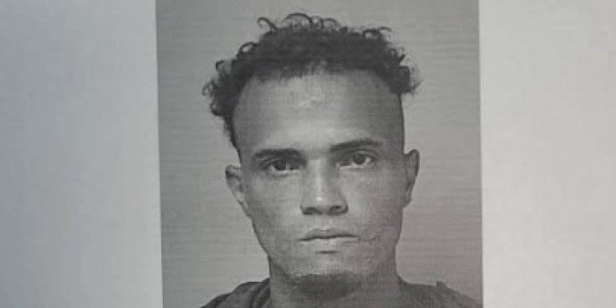 Hombre de 33 años amenaza a su madre con un cuchillo en Las Piedras