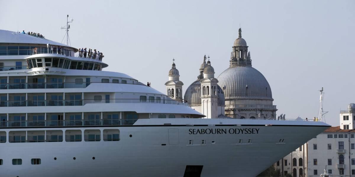 Italia prohíbe a cruceros de gran tamaño navegar dentro de Venecia