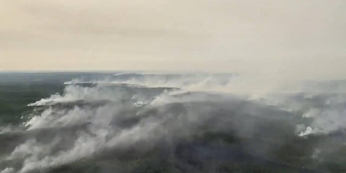 Los incendios forestales paralizan un aeropuerto en Siberia, Rusia