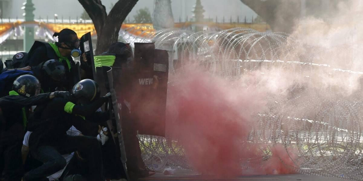 Policía de Tailandia reprime protestas con gas lacrimógeno