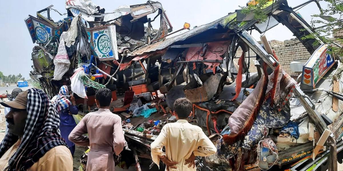 33 muertos y 40 heridos en un accidente de autobús en Pakistán