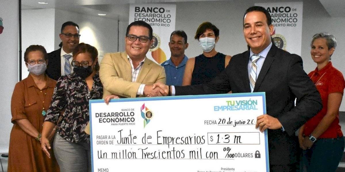 Banco de Desarrollo Económico desembolsa $1.3 millones a comerciantes de Guaynabo