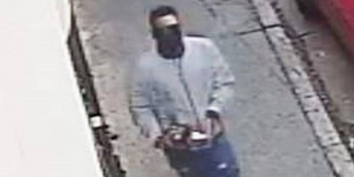 Buscan a este hombre por robo de $15 mil en sortijas en una joyería de San Juan