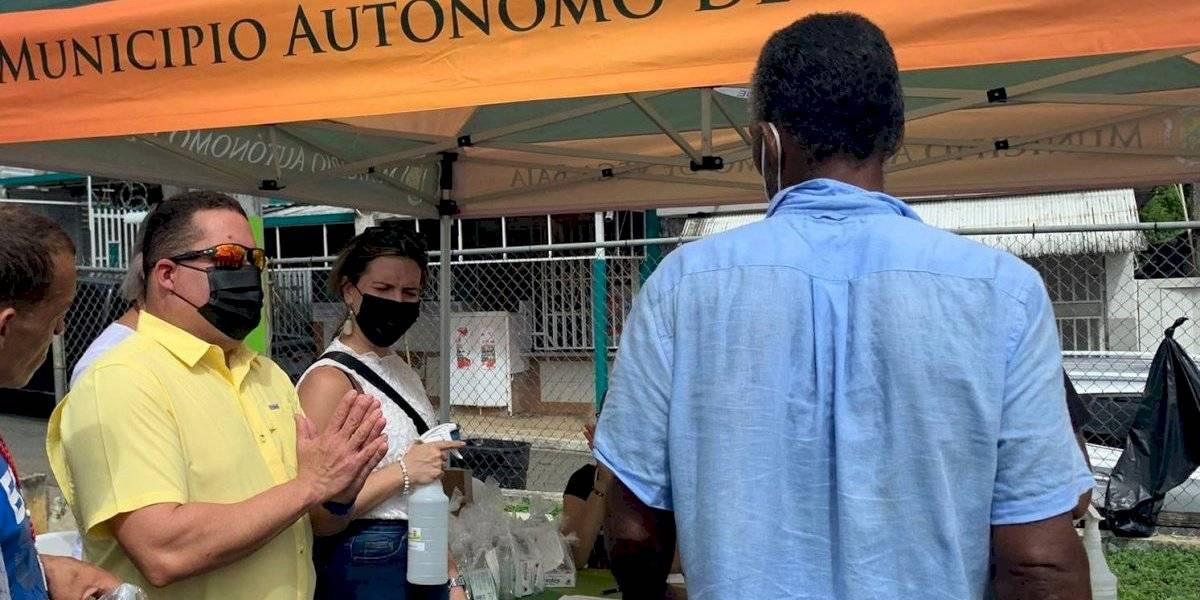 Vacunan a más de 50 personas en evento en Vega Baja