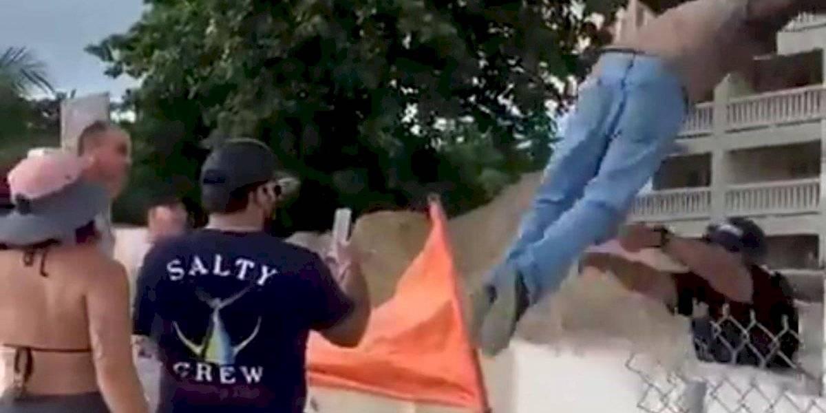 Denuncian que guardia de condominio en Rincón agredió a manifestante