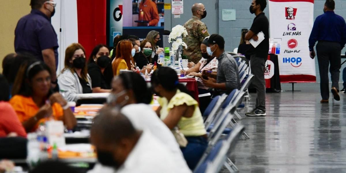 Reclutan 830 personas durante feria de empleos en Centro de Convenciones