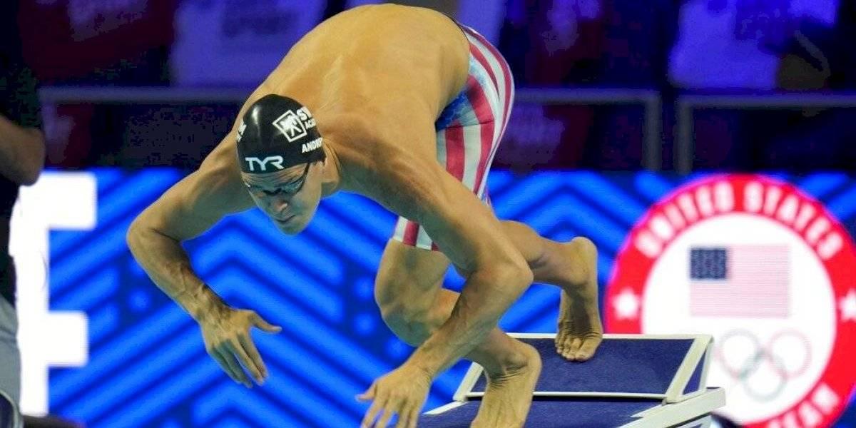 Nadador no vacunado de Estados Unidos enciende debate en Tokio
