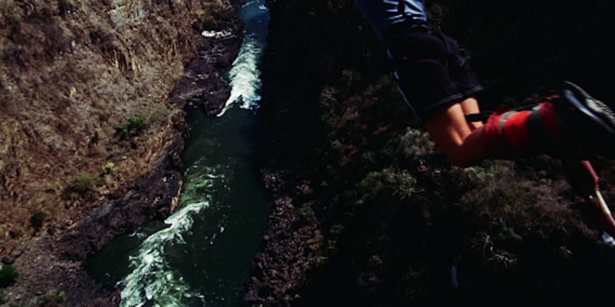 Mujer muere haciendo bungee jumping en Colombia, se lanzó al vacío sin cuerda