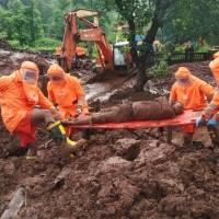 113 muertos en aludes de tierra e inundaciones en India