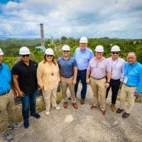 Congresistas inspeccionan daños por colapso del radiotelescopio de Arecibo
