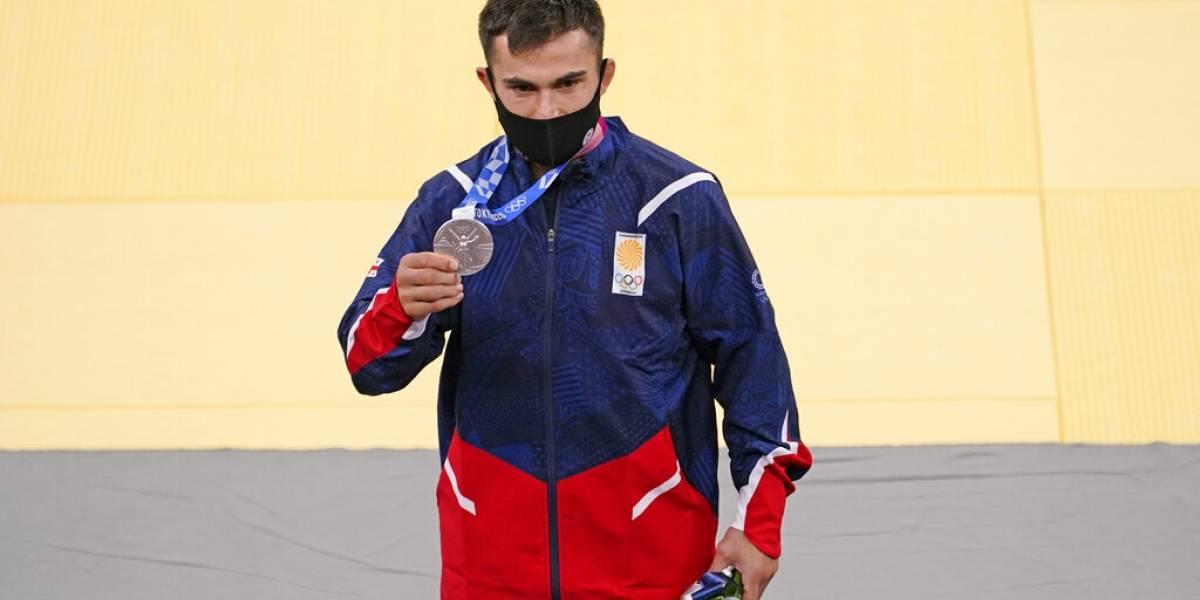 Expulsan a 6 de la villa olímpica incluyendo a 2 medallistas