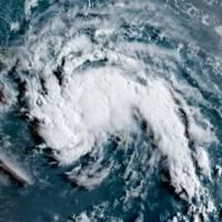 Onda tropical tiene vientos sostenidos de 35 millas por hora