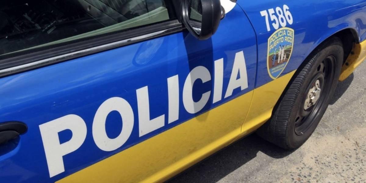 """Arrestan a """"John John"""" en Isabela por agarrar a su expareja por el cuello frente a menores"""