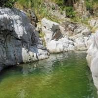 Dañan con pinturas varias piedras del Cañón Blanco en Utuado