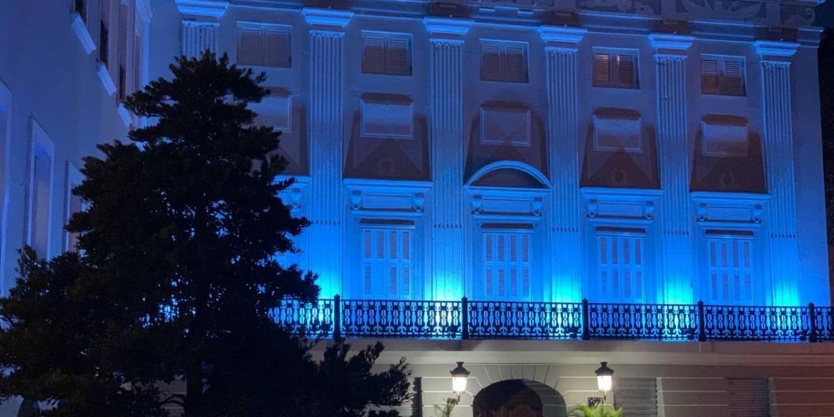 Fortaleza se enciende de azul por el mes de la prevención contra el cáncer de próstata