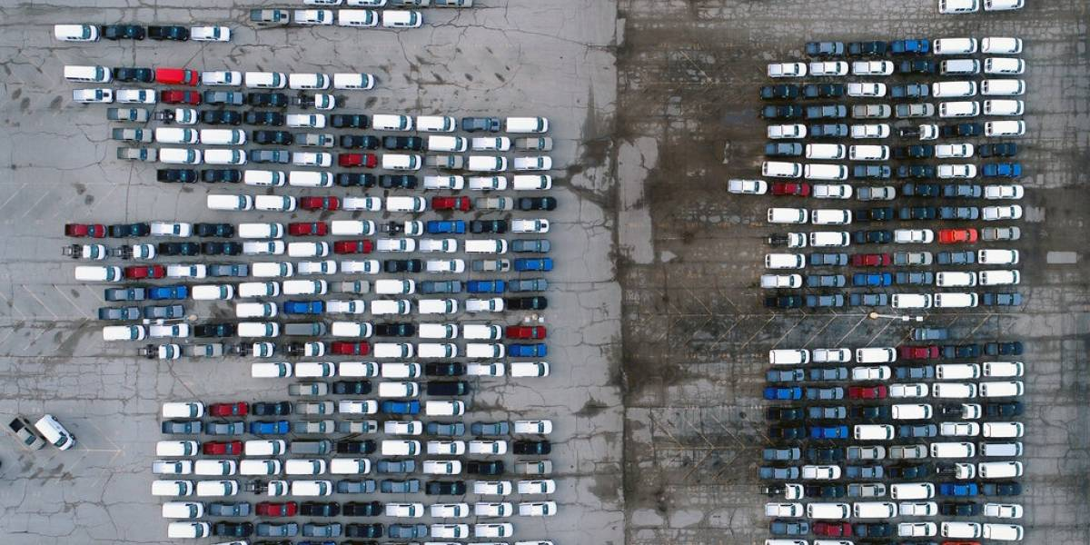 Automotrices cierran temporalmente plantas por desabasto