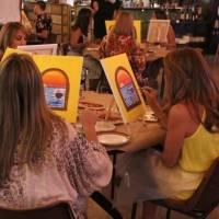 Disfruta una experiencia de pintar y vinos en Il Nuovo Mercato