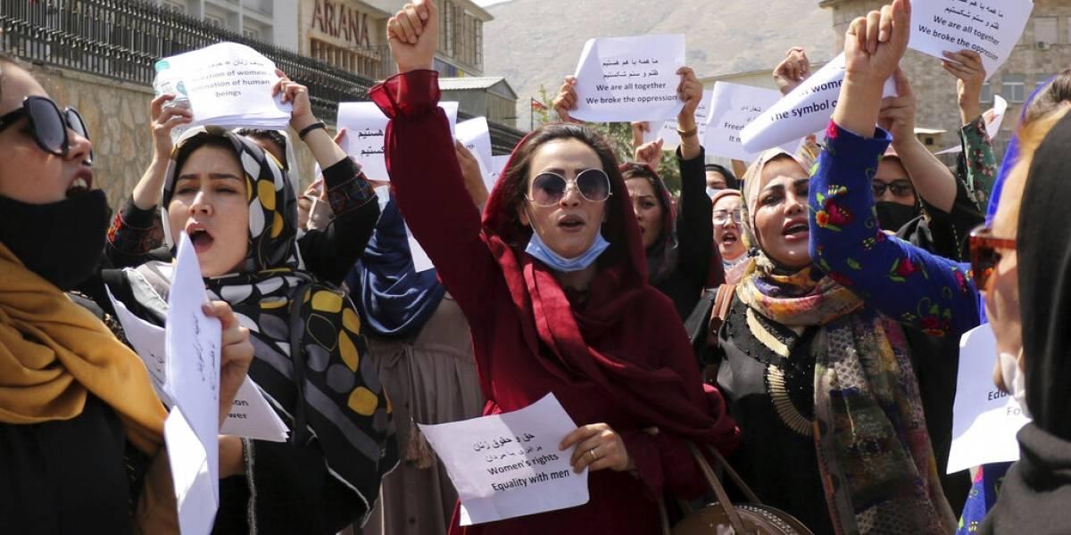 Mujeres afganas exigen al Talibán respetar sus derechos