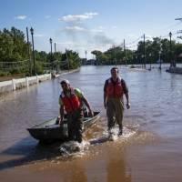 Ardua tarea de limpieza en noreste de EE. UU. tras paso de Ida