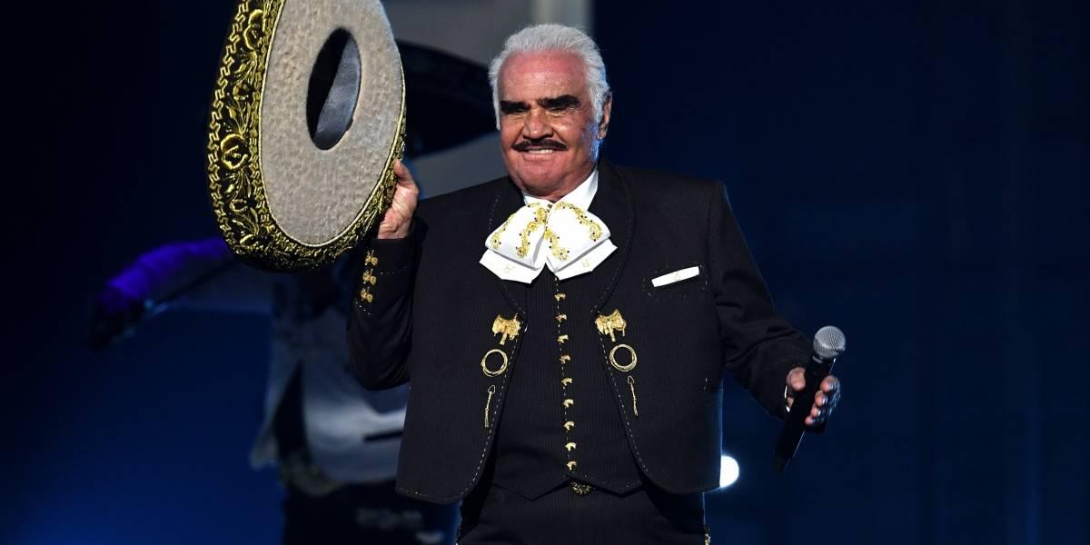 Vicente Fernández sigue en terapia intensiva, es alimentado por una sonda