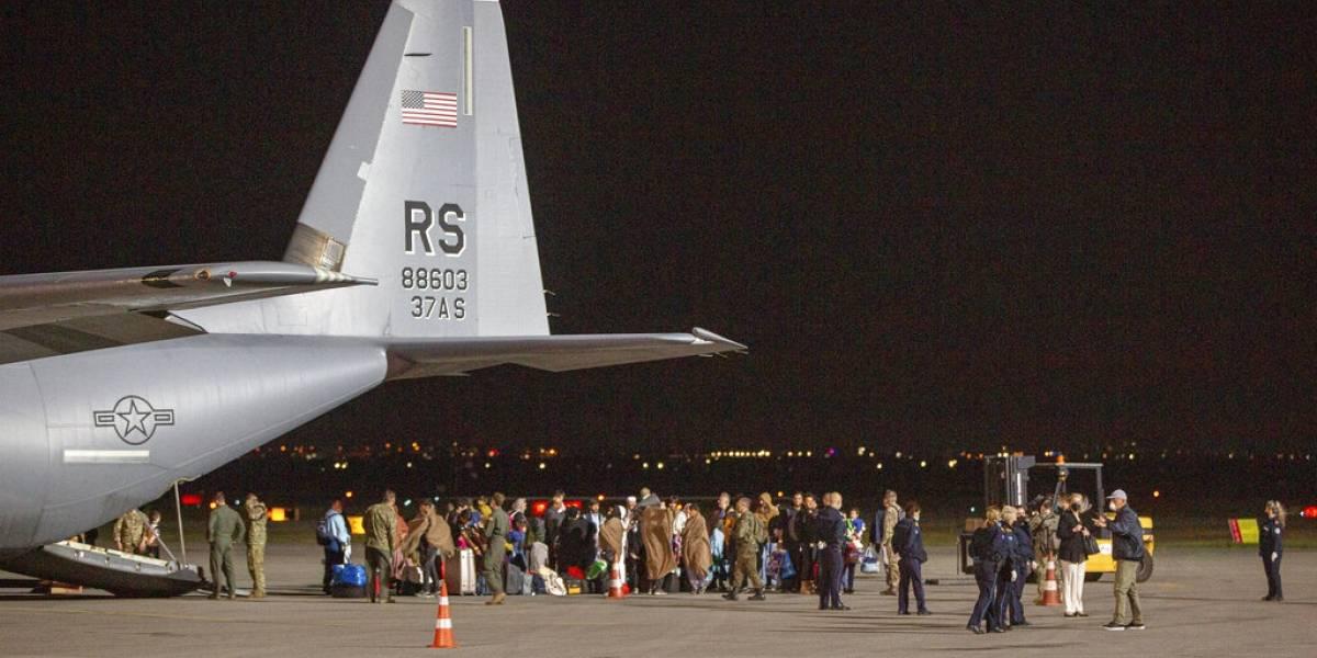 El aeropuerto de Kabul reanuda algunos vuelos internos