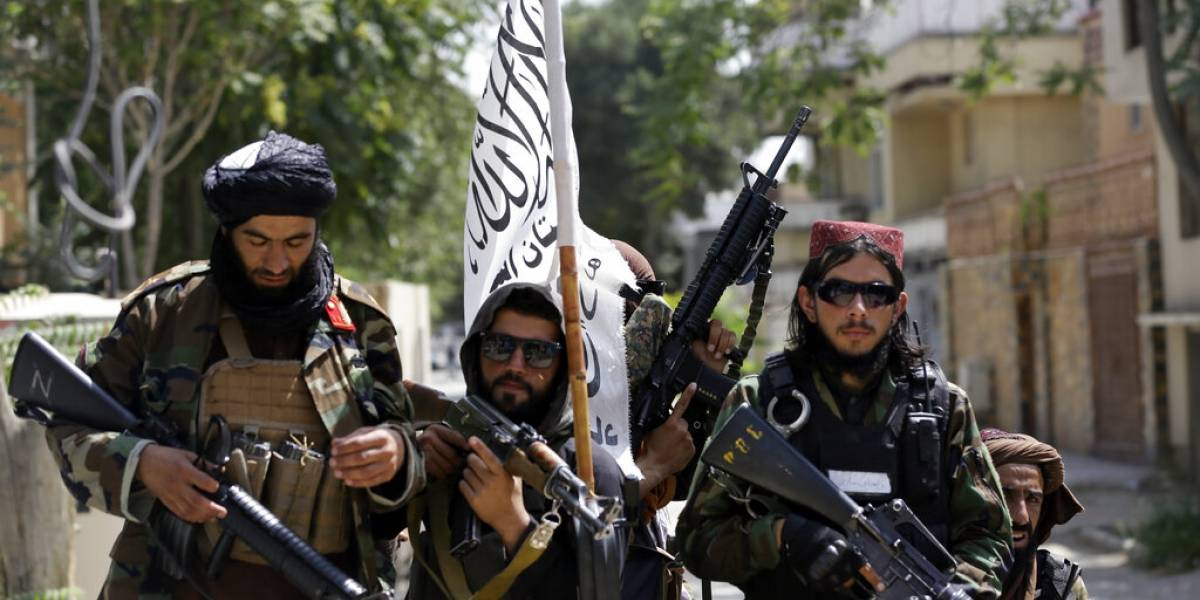 El talibán mata a policía afgana embarazada de 8 meses frente a su familia