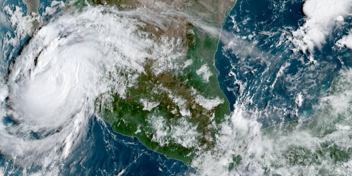 El huracán Olaf apunta al resort mexicano de Los Cabos