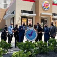 Burger King recibe certificación 100% vacunado