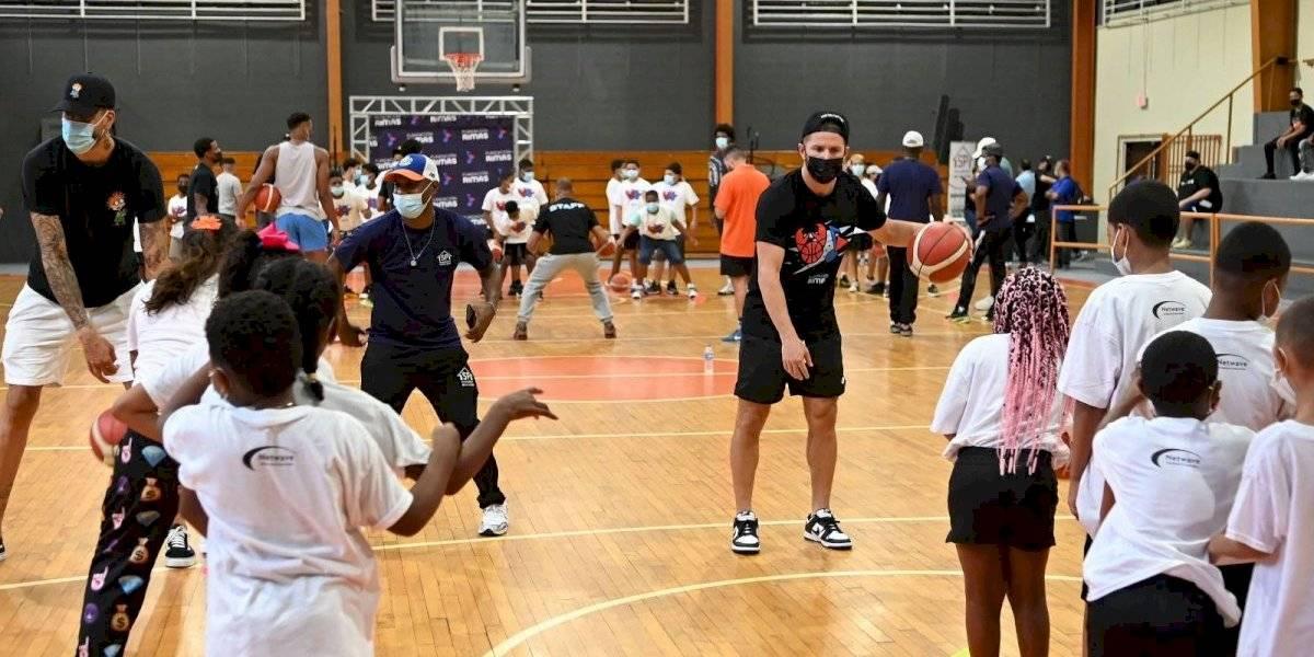 Cangrejeros de Santurce dan clínicas de baloncesto a niños y jóvenes en San Juan