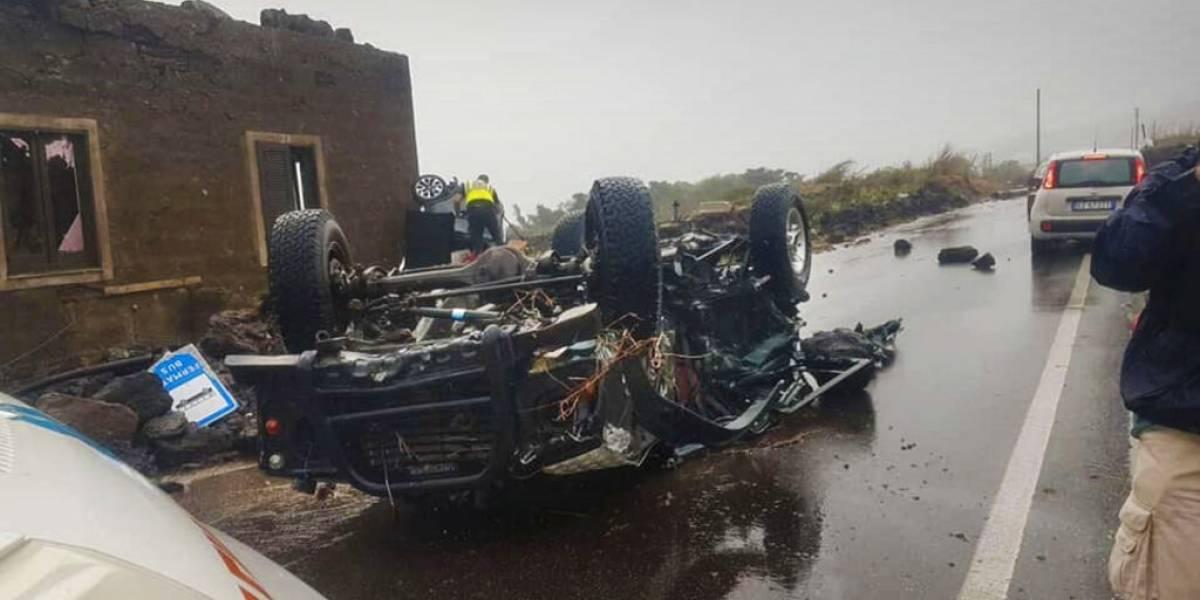 Tornado en Italia deja dos muertos, arrastra varios autos