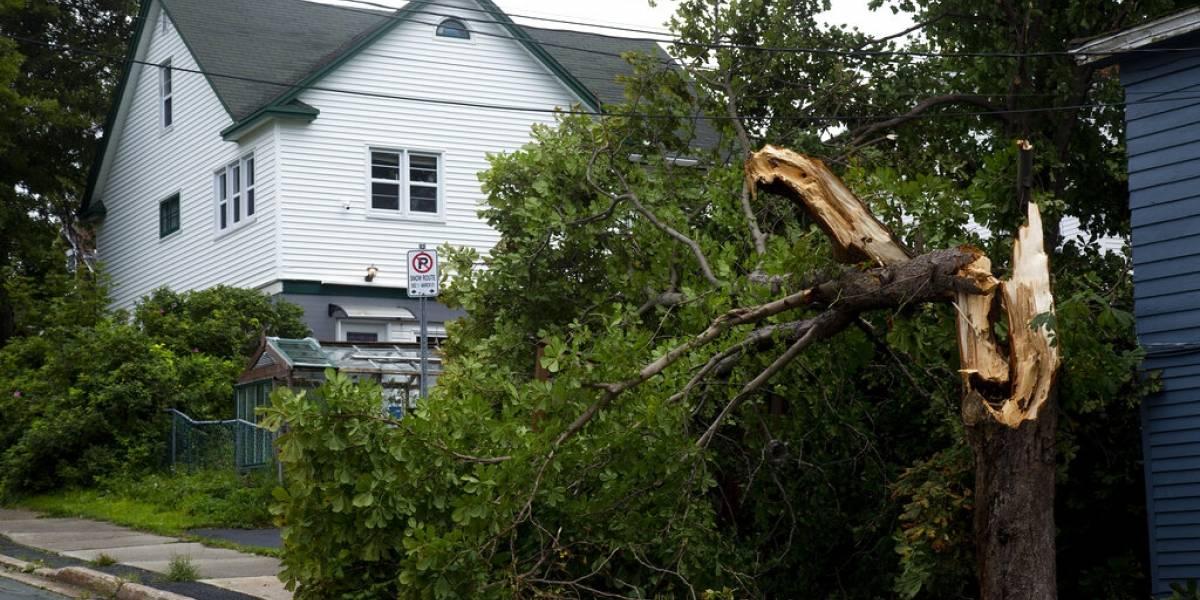 Huracán Larry deja daños y apagones en Canadá