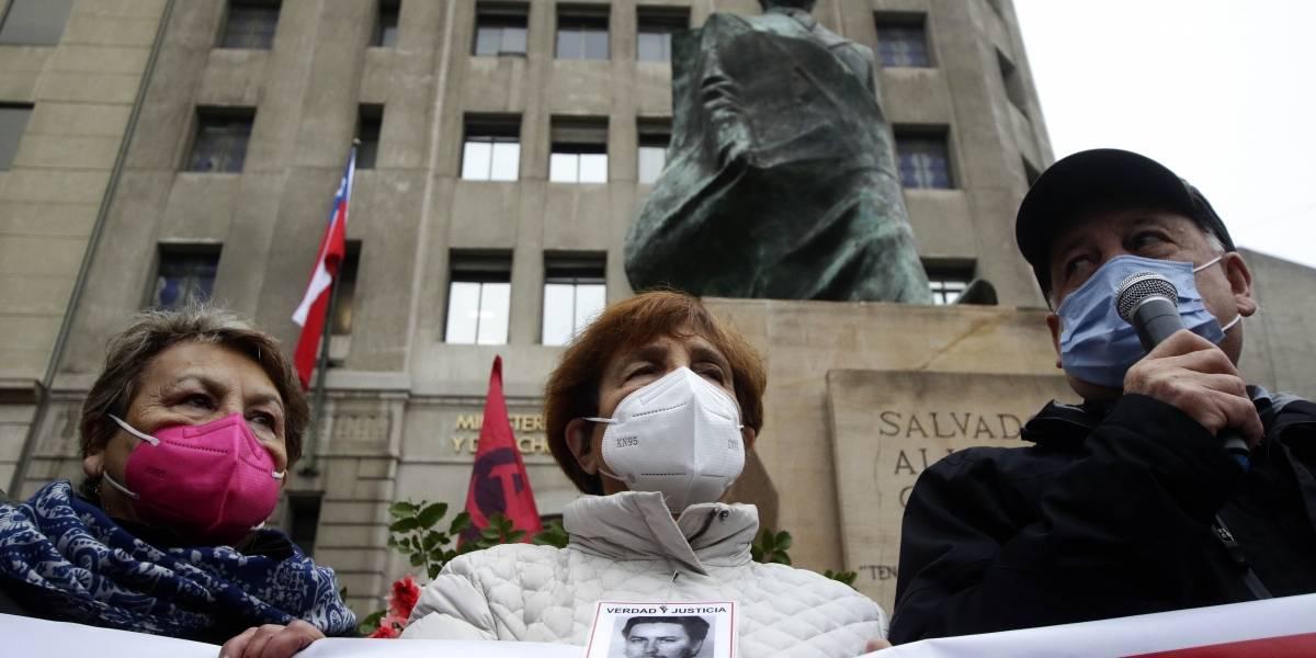 Homenajes en el monumento a Allende a 48 años del Golpe de Estado