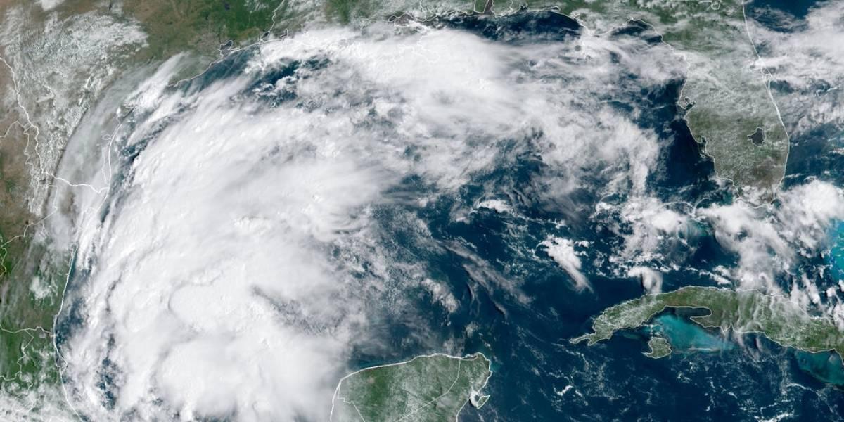 La tormenta tropical Nicholas se fortalece y amenaza a Texas
