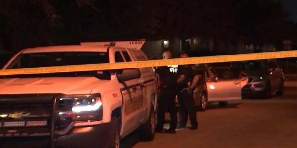 Bebé de un año en Texas muere tras pasar horas encerrado dentro de un carro