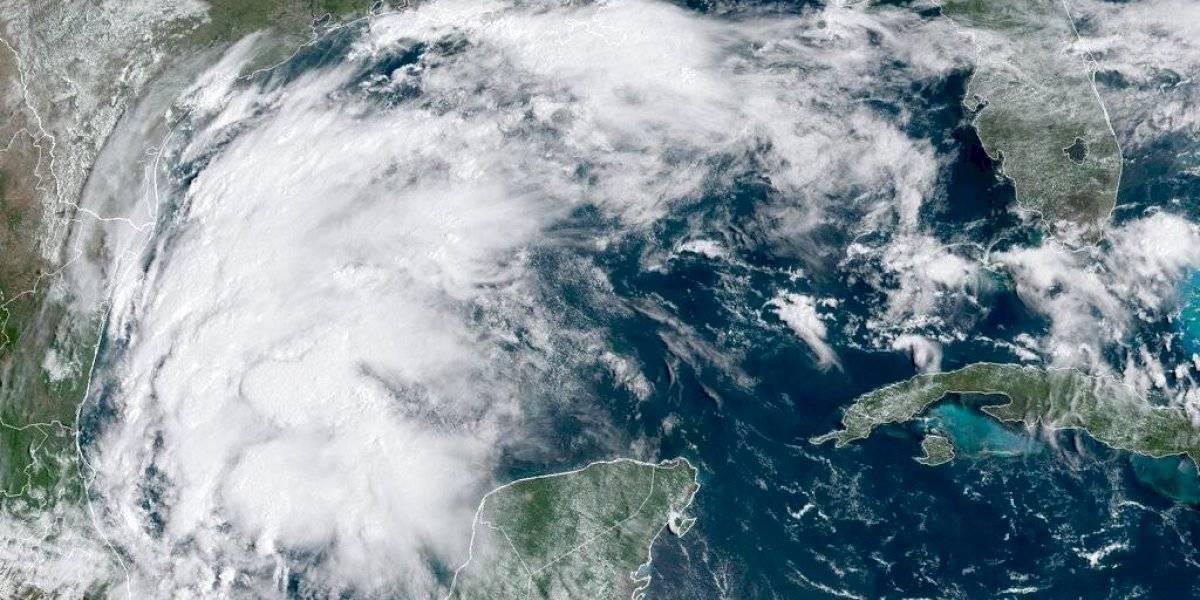 Tormenta tropical Nicholas aumenta fuerza en Golfo de México