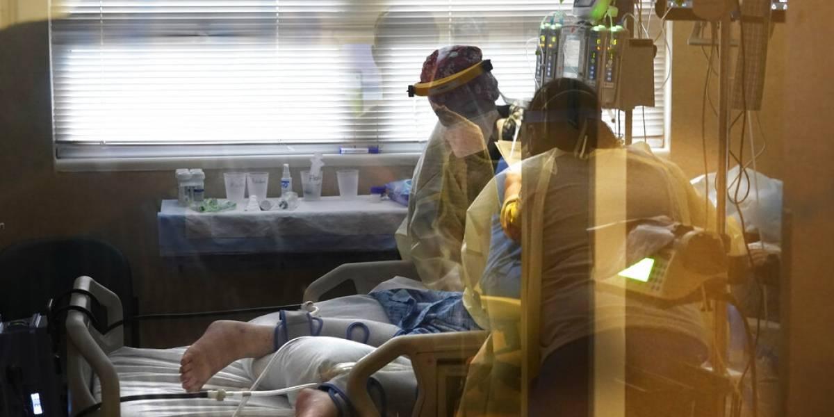 Muertes por COVID-19 en Estados Unidos superan las 700,000