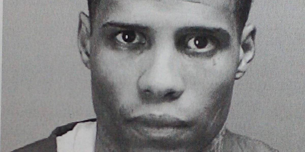Le radican cargos en ausencia a hombre por tratar de introducir arma a una cárcel