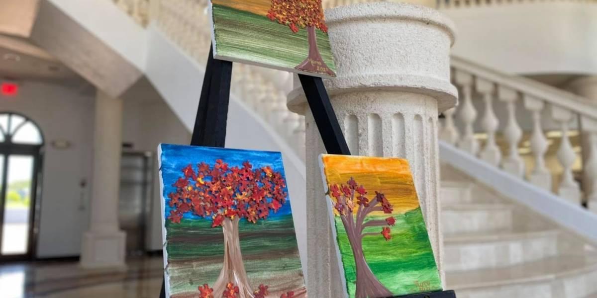 Pacientes de Alzheimer exponen trabajos artísticos en la alcaldía de Fajardo