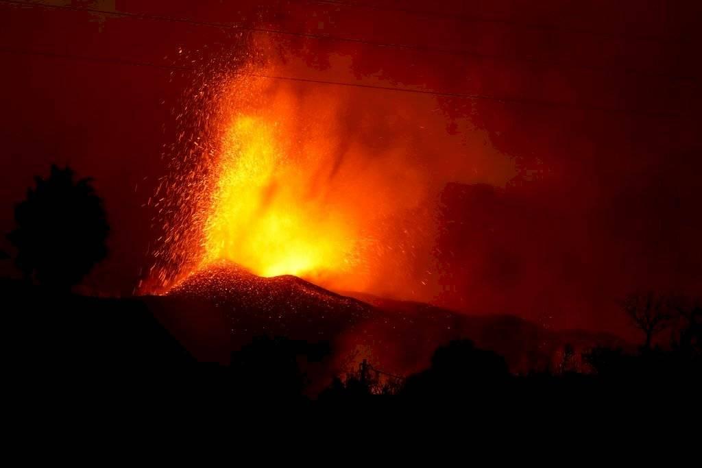 volcanespana1024-8cba344fe96b6f4af8835b3e61d05667.jpg