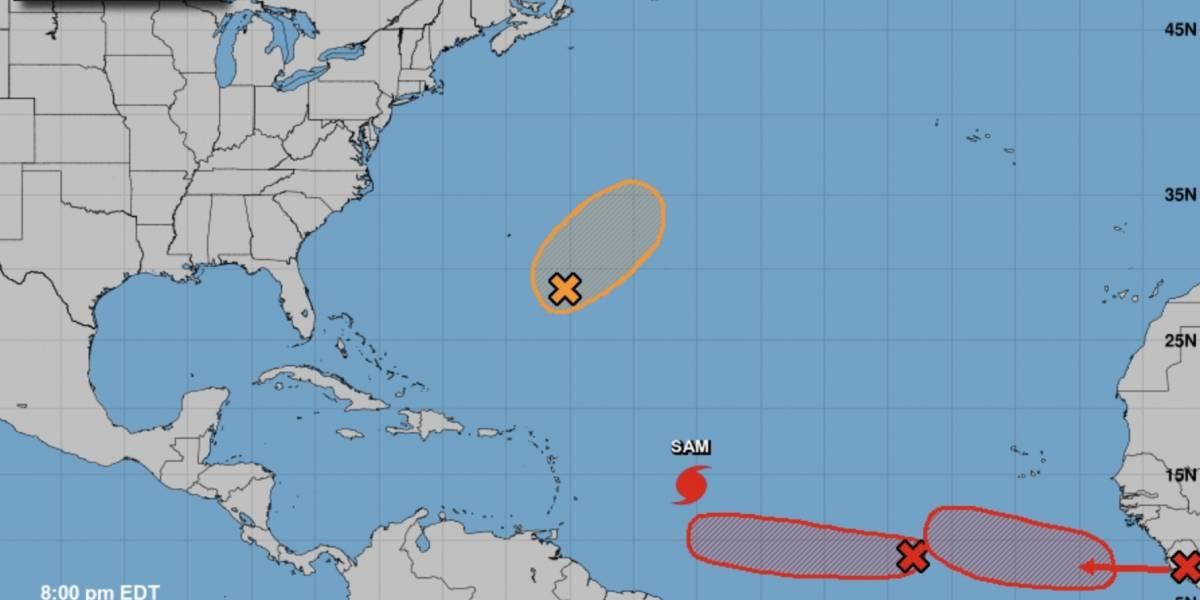 Centro Nacional de Huracanes vigila dos disturbios con alta probabilidad de formación ciclónica