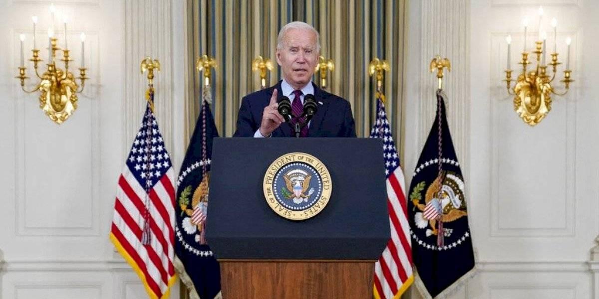 """Biden emplaza a republicanos a """"quitarse del medio"""" y permitan demócratas suspendan límite de deuda"""