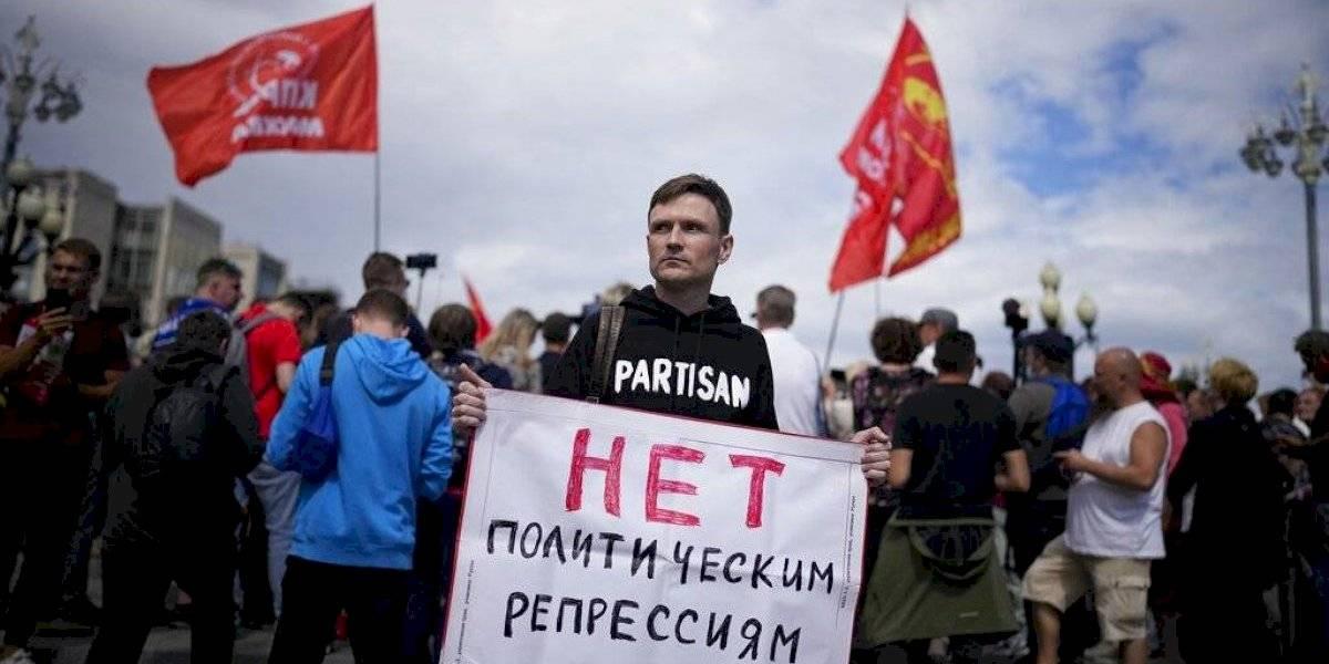 Muertes de COVID-19 en Rusia superan 900 diarias por primera vez