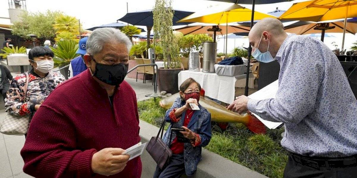 San Francisco relaja uso de mascarillas en interiores